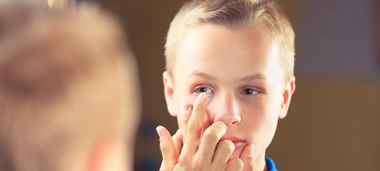 Kurzsichtigkeit bei Kindern: Spezielle Linsen korrigieren und begrenzendie Zunahme